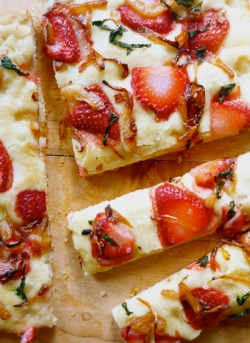 7-strawberry-focaccia_400x550